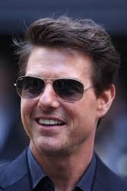 Tom Cruise después de implantes dentales